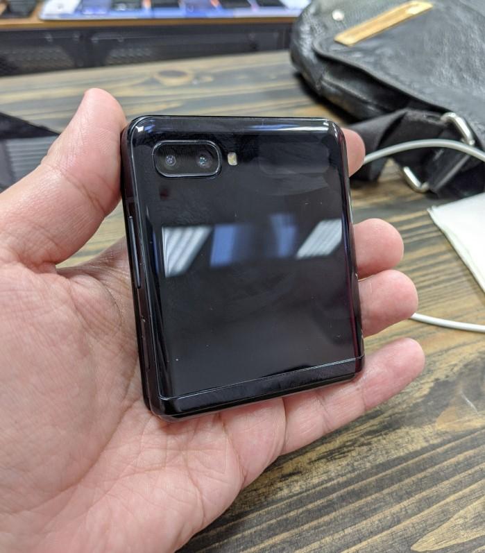Складаний Samsung Galaxy Z Flip змітають з полиць по всьому світу